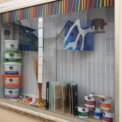 Maler-Bedarfsladen Schaufenster